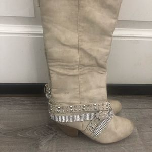 Not Rated Boots SIZE: 8.5